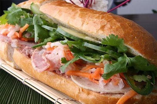 Bánh mì Sài Gòn - ẩm thực đường phố ngon bổ rẻ