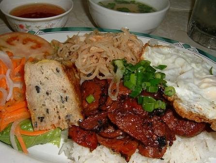 Cơm tấm món ăn dân dã, bình dị của sài Gòn