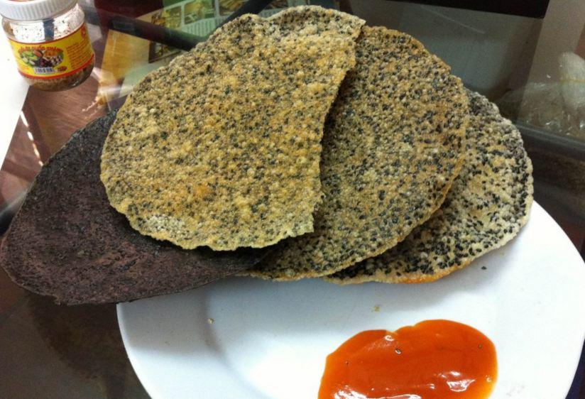 Bánh đa vừng đen -  Đặc sản Hà Tĩnh