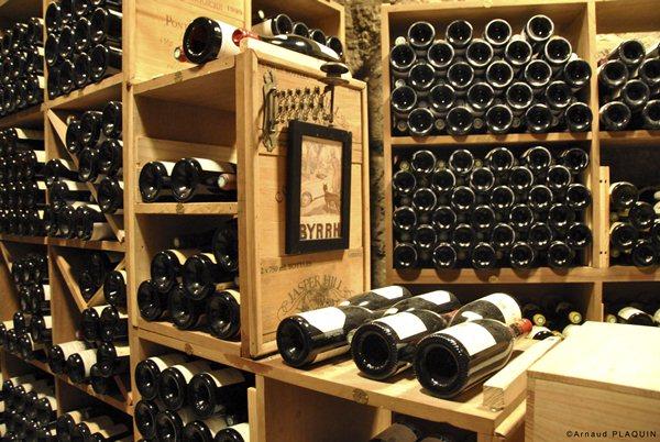 Tại sao trữ rượu nên để nằm ngang không để đứng ?
